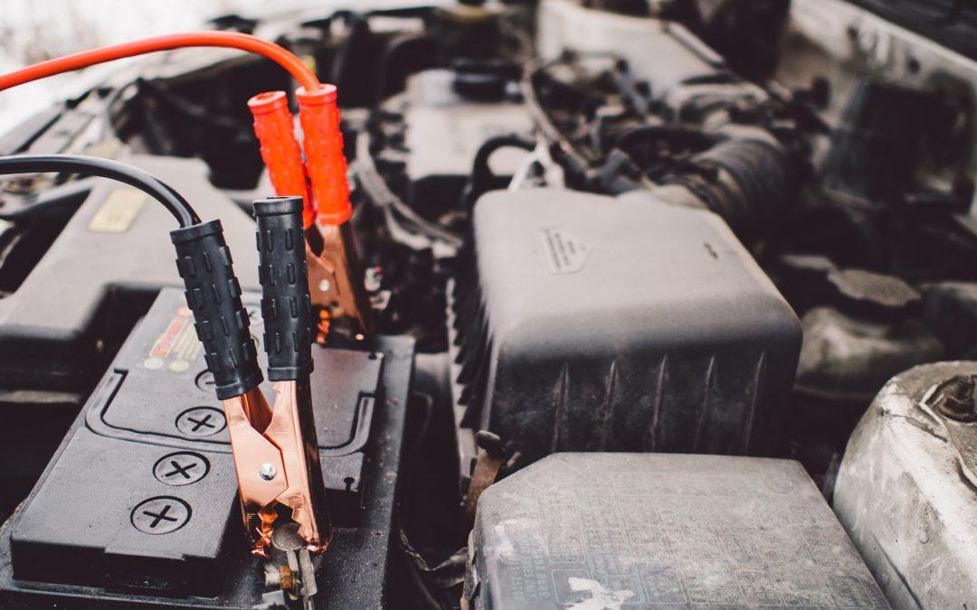 Akumulator samochodowy – jak go naładować?