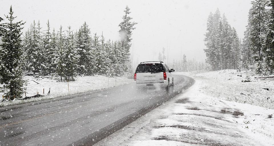 lakier samochodowy zima zabezpieczanie Jak zabezpieczyć lakier samochodowy na zimę?