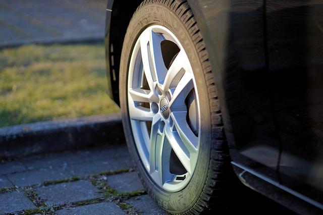 [Poradnik] Jak wybrać właściwe opony do samochodu?